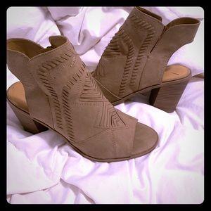 Brand new never worn chunky heel